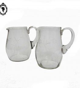 1 Lot deux carafes à eau ronde en verre blanc vintage