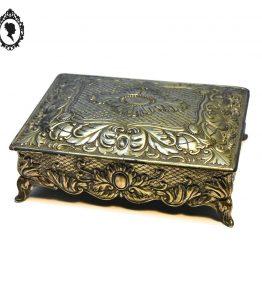 1 Boite à bijoux ou coffret en métal décor à rinceaux en relief couleur argent vintage ancienne
