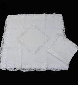 1 Grande paire de 2 taies d'oreiller carrées blanches brodées médaillon de dentelle anciennes