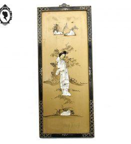 1 Panneau cadre tableau chinois noir et doré personnage en incrustation de nacre ancien.