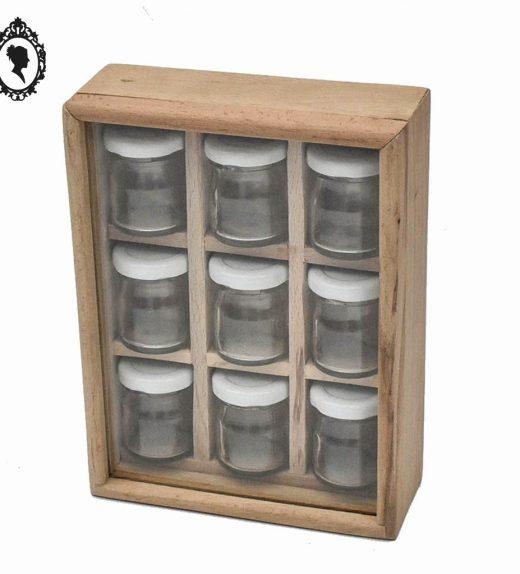 7c608ab794ccf Coffret présentoir à épices en bois vitre en verre contenant 9 petits pots.  »